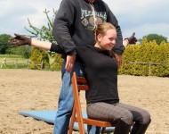 Streckung des Brustbeinbereichs beim 6-Punkte-Programm nach Eckart Meyners